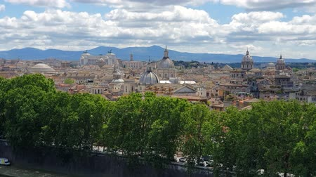 Řím : Glance at the Central Cistina of Rome from Castel Santangelo. Architecture of Rome with mountains in the background.