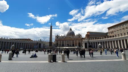art : ROME. ITALY. May 21, 2019 The area in front of the Vatican. The most popular tourist destination in Rome. Large columns and Sunny weather. Blue blue sky.