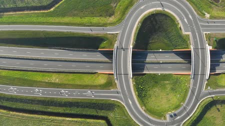 автомагистраль : Aerial view on top Travel cars interchange in the form of a ring on the highway. Exit from the motorway view from the top.