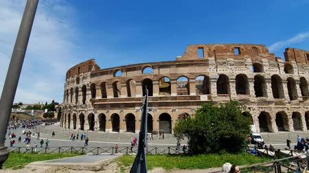 gladiador : ROME. ITALY. May 21, 2019. Coliseum of Rome - ancient amphitheatre in the centre of the city of Rome against a blue sky on a sunny day, Italy
