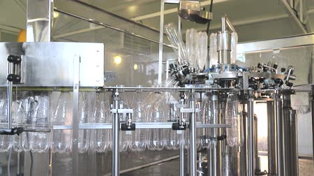 Plant for the production of mineral water. Water bottling in plastic white Stock mozgókép