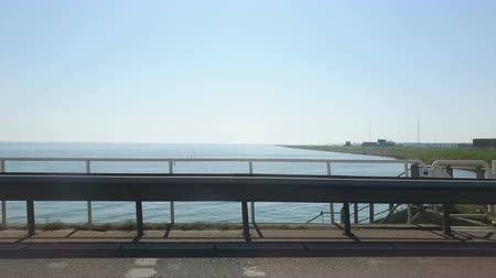 旅行の目的地 : Estimation z Vikna automoble on lake IJsselmeer on vidcast