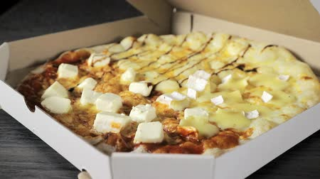 oliwki : opening a paper box with freshly cooked pizza closeup