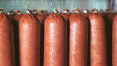 kiełbasa : Sausage which is suspended on the shelves, dries in the storage room. Panorama of the sausage which is suspended on laces in the refrigerator. Wideo