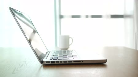 núpcias : Laptop PC and coffee cup place on table. Stock Footage