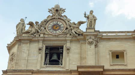 watykan : Clock and bell on a facade of San Pietro in Vatican City.