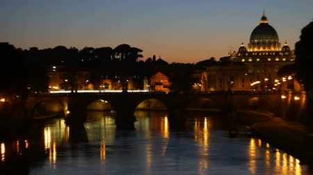rzym : View of Vatican and San Pietro from the banks of Tiber river.