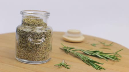 Taking a spoon of rosemary for cooking Vídeos