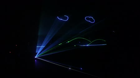 行 : laser show from multi-colored rays