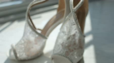 buquê : Brides shoes on the window