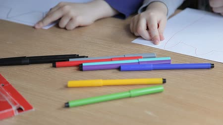 ponta : Children draw with colored felt-tip pens Stock Footage