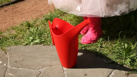 kutuları : The girl takes a red watering can