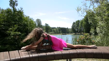 тренер : girl gymnast doing exercises in the park