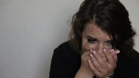 ret : Teen girl in depression cries Stok Video