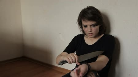 urlop : Girl suicidnik cuts his hand with a knife Wideo