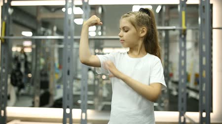 йога : A little girl in the gym is happy with the training Стоковые видеозаписи