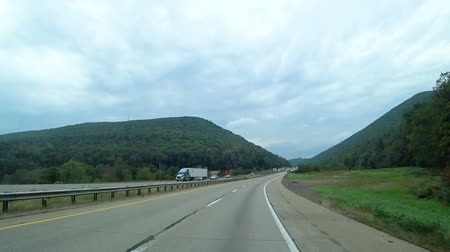 américa do norte : Highway between the mountains in america