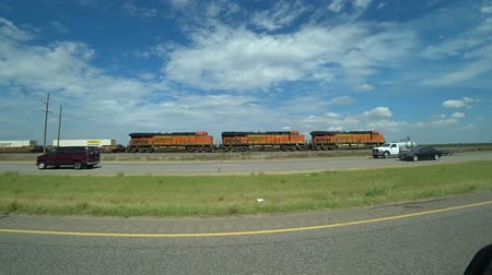 américa do norte : Train with cars traveling on rails in America