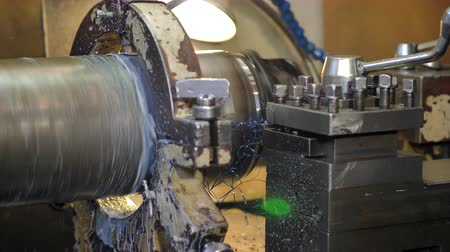 aparas de madeira : Metal shaving on lathe machine