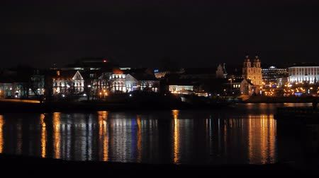 bělorusko : The lights of the night city Minsk are reflected in the water Dostupné videozáznamy