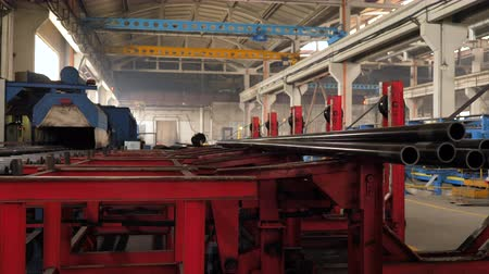 rurociąg : Plant for the production of metal pipes, loading pipes on the machine Wideo