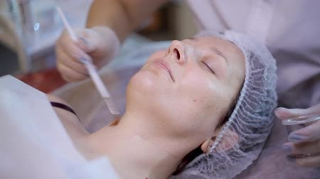 glinka : Beautiful woman with facial mask at beauty salon. Spa treatment. Wideo