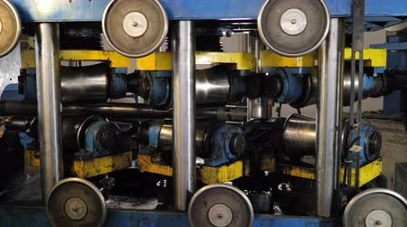 rozsdamentes : Metal rolling machines for the production of steel metal pipes at the plant technology for the production of shaped pipes.