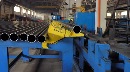 boru hattı : Pipe manufacturing line at factory. Metal pipe production line. Machinery in heavy industry. Pipe manufacturing plant. Metal tubes on conveyor line Stok Video