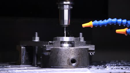 cortador : CNC milling machine in operation high-tech machine lathe metal processing. Metalworking CNC lathe milling machine. Cutting metal modern processing technology.
