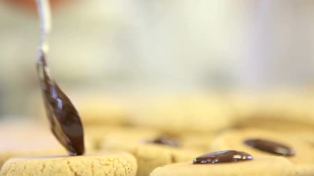 bolachas : pastry chef prepare chocolate cookies Stock Footage