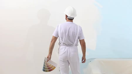 dekoratör : painter man at work with color swatches samples, wall painting concept, white copy space background. Stok Video