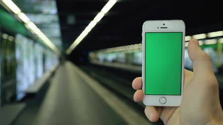 drží se za ruce : Close up Caucasian Man Uses His Green Screen Mobile Phone In Subway Station