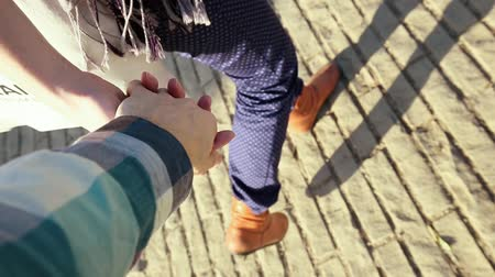 namorado : Guy And Girl Hold Hands And Go.
