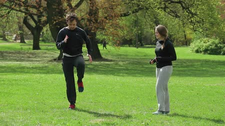 motivasyonel : Male Jogger with Personal Trainer in Park. Stok Video