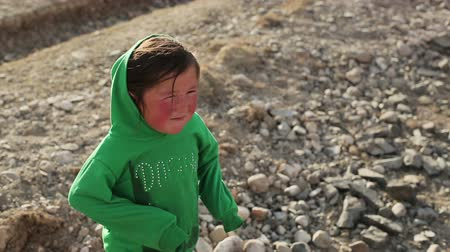 heir : Bayan-Ulgiy, Mongolia - November 6, 2014: Mongolian girl. Asian country girl in the desert