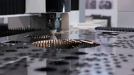 moagem : Machining and cutting of metallic part close up. Computer control of high tech manufacture of construction product. Accuracy of iron working and heat processing. Hot flame from motion of ray or beam