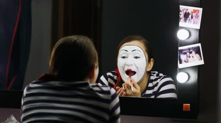 palhaço : Woman mime makeup deals. Hi quality ProRes HQ codec