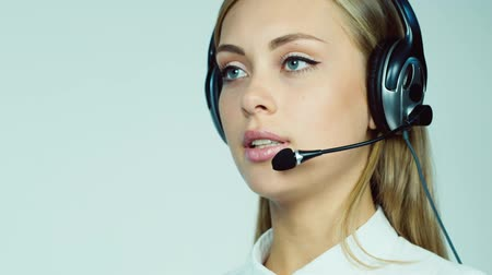 titkár : Attractive woman - call center operator