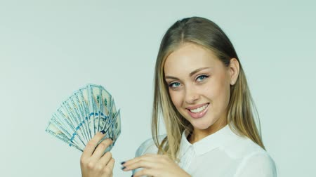 impostos : An attractive woman with a fan of dollars Stock Footage