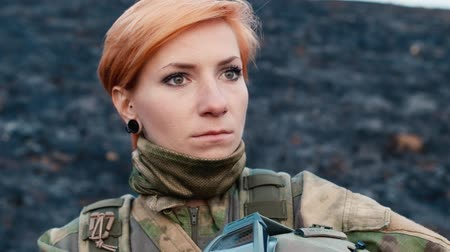 orvlövész : A woman soldier with a weapon