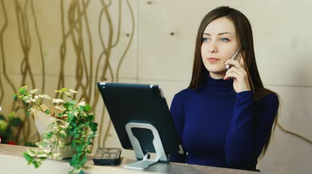 alma : Attractive woman takes orders by phone