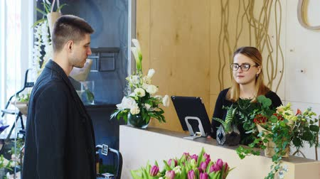 flower shops : Attractive man buys a bouquet at a flower shop