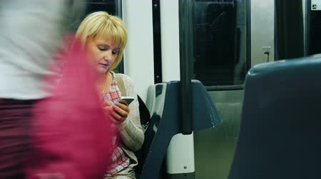 estocolmo : A woman goes to the metro, using the smartphone.