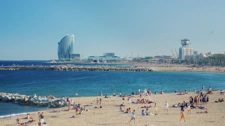pokoj : Barcelona, Spain - June 20, 2016: Beach Barcelona, people relax and bathe. Planes fly to the city Wideo