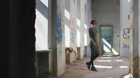 депрессия : Lonely sad woman in an abandoned house, walking from side to side