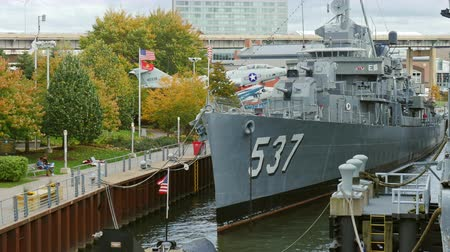 devletler : Buffalo, NY, USA - OKTOBER 20, 2016: USS The Sullivans, DD-537 Destroyer. Buffalo and Erie country Naval and Military Park Stok Video