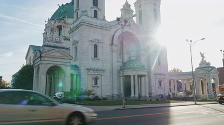 kereszt : Lackawanna, New York - Oct, 2016: The Our Lady of Victory Basilica. It is a Catholic parish church and national shrine in Lackawanna, New York. At sunset Stock mozgókép
