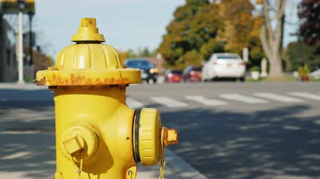 пригород : Fire hydrant in a small US town. Clear summer day, back street with heavy traffic Стоковые видеозаписи