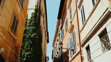 A cozy narrow street in the old historical part of Rome. Steadicam wide lens shot Стоковые видеозаписи