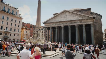 augustus : Rome, Italy, June 2017: Antique Pantheon in Rome with a fountain in the foreground Stock Footage